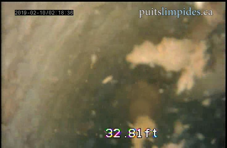 Voici un bel exemple d'un puits artésien lourdement engorgé par des sédiments. Nous sommes en mesure de nettoyer totalement toute cette saleté.