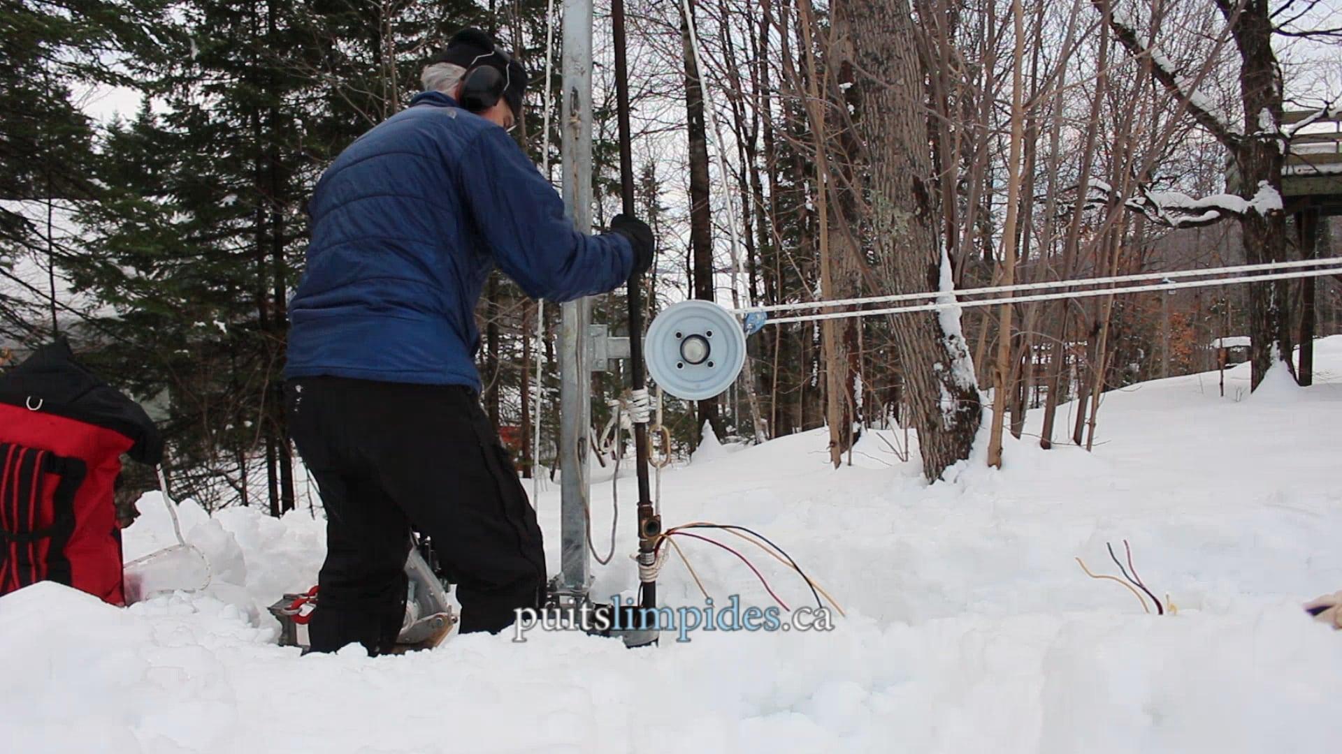Notre champs d'activité nous amène à constamment entrer et sortir des puits artésiens des charges pouvant atteindre plusieurs centaines de livres. Nous avons conçu des équipements et développé des méthodes de travail efficaces, même pour les puits de très grande profondeur.