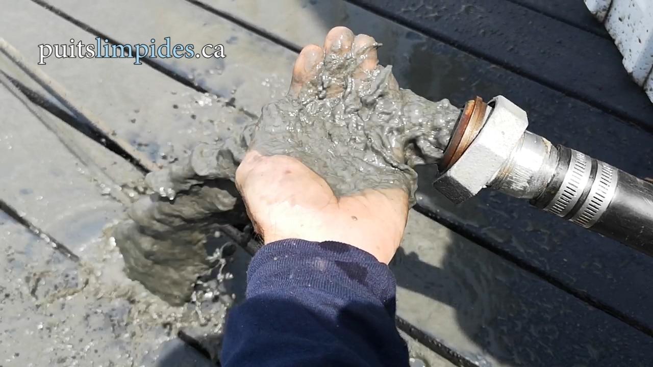 Une grande quantité d'argile rendait l'eau trouble dans ce puits. Le nettoyage de ce puits a été très efficace